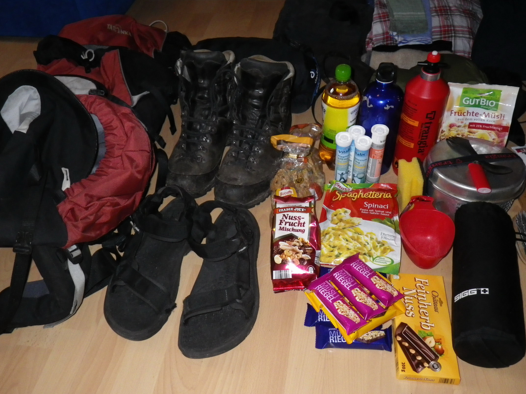 Nahrung, Rucksack und Schuhe